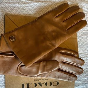 Coach Leather Gloves in Saddle size 7 1/2